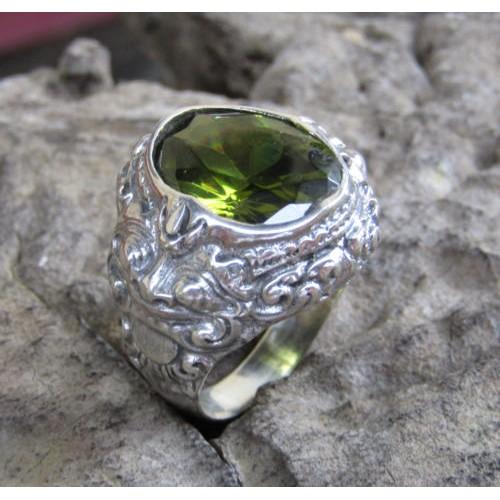 Silver ring motif peridot stone boma 100261